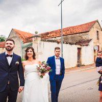 Arrivée des mariés à la mairie
