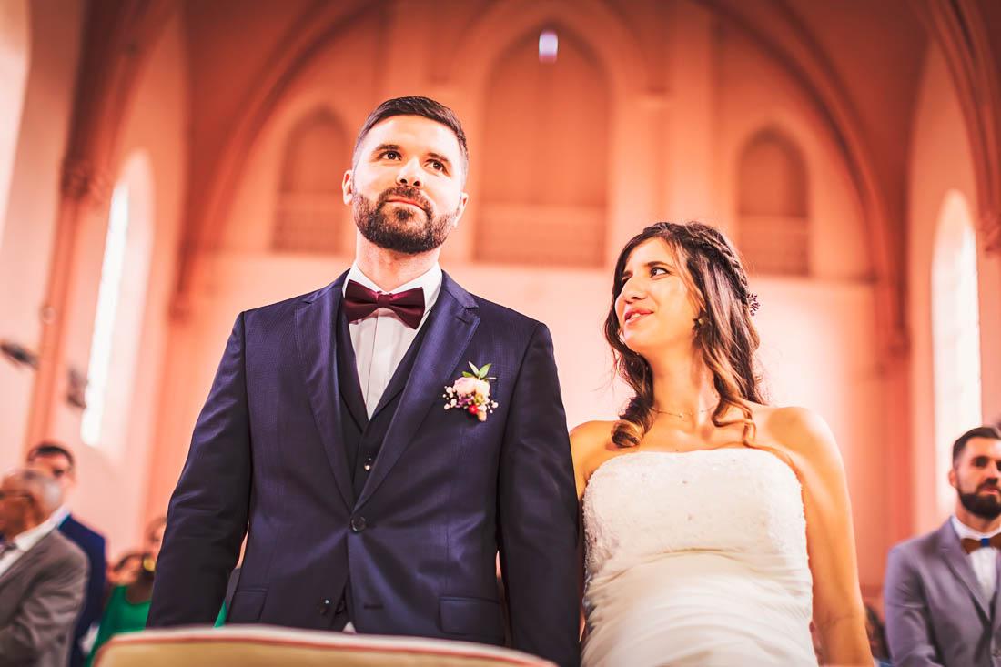 Mariés pendant la cérémonie religieuse à Spoy