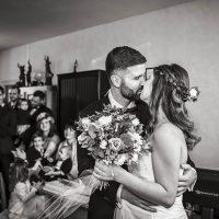 Baisé des mariés à la mairie de Spoy