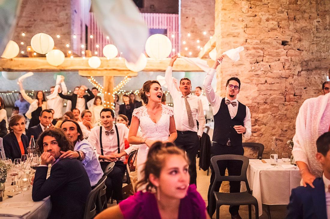Fête de mariage, chant et danse