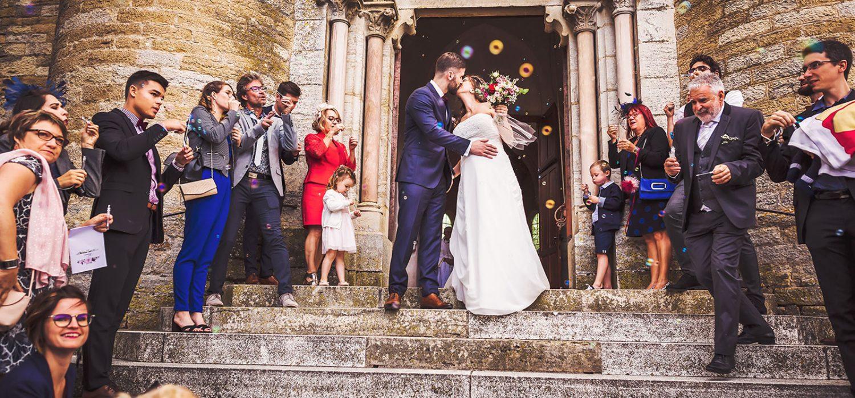 Sortie de l'église, photographie de mariage Bourgogne